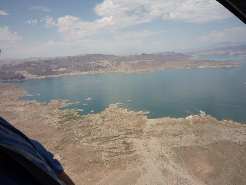 Resesdain.se i helikopter över Hover Dam