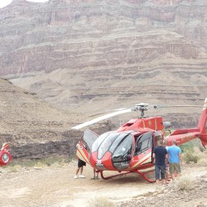 Resesidan.se flyger helikopter i Grand Canyon
