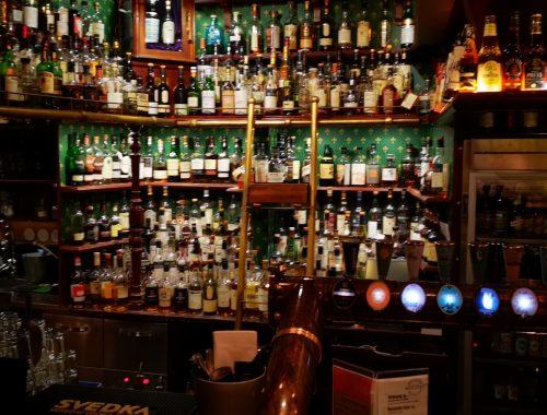 400 whiskeysorter och en vägg med öl 1