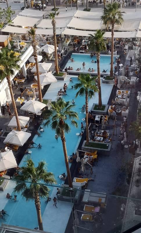 Pool FIVE Palm Jumeirah Hotel - Resesidan.se