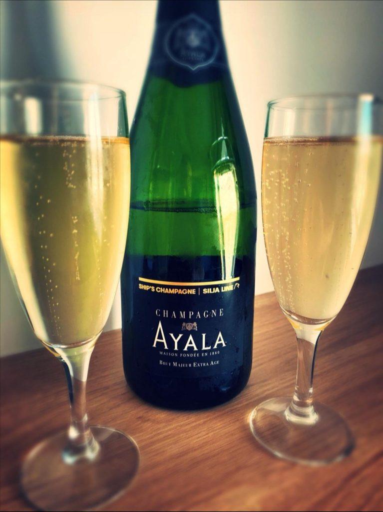 Champagne i hytten på Silja Line